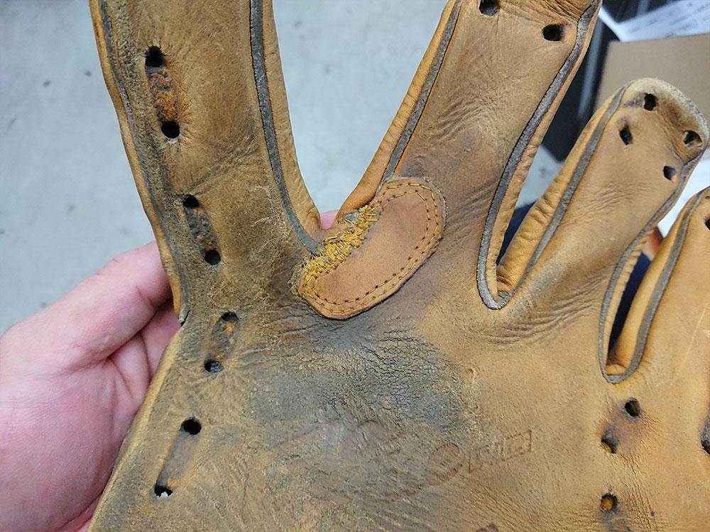 野球グローブの修理 指股
