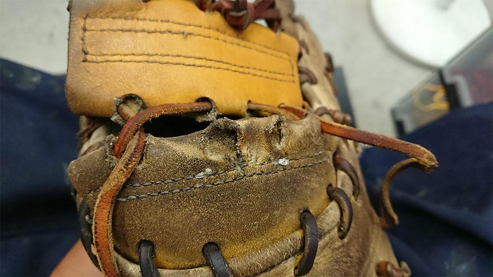 野球用品 ファーストミットの修理 破れ